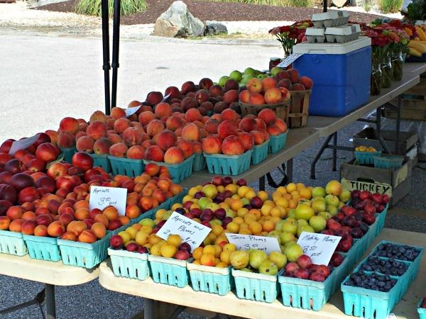 market - tuckeys fruit